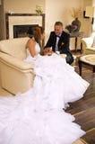De bruid en de bruidegom van de jonggehuwde Stock Afbeelding