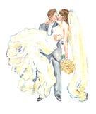 De bruidegom die zijn bruid bij zijn wapens en het kussen houden Stock Foto's