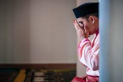 De Bruidegom Praying royalty-vrije stock foto's