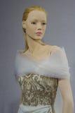 De bruids kleding op de ledenpoppen wordt gezien bij een Toost aan Tony Ward: Een Speciale Bruids Inzameling Royalty-vrije Stock Afbeelding