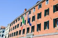 De bruine bouw in Venetië, Italië stock afbeeldingen