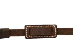 De bruine die riem van het rimpelleer op witte achtergrond met met de hand gemaakte steek wordt geïsoleerd Stock Foto's