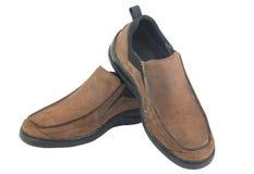 De bruine die schoenen van leermensen op witte achtergrond worden geïsoleerd Stock Foto's