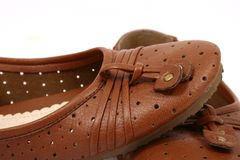De bruine geïsoleerdee schoenen van vrouwen   stock afbeeldingen