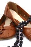 De bruine geïsoleerdeg schoenen van vrouwen royalty-vrije stock afbeelding