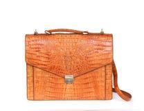 De bruine handtas van de krokodilkunstleer voor vrouw of de mens op wit Stock Foto's
