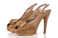 De bruine hoge schoenen van hielvrouwen Stock Foto's