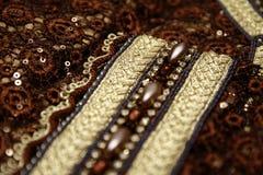 De bruine Marokkaanse details van het Kaftanborduurwerk Stock Afbeeldingen