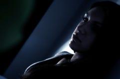 De brunette van het dagdromen stock foto