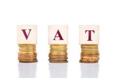 De BTW of Belastings op de toegevoegde waardeconcept met stapel van muntstuk stock afbeeldingen