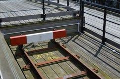 De buffer van het spoorwegeinde op een smal maatspoor Stock Afbeeldingen