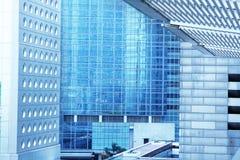 De buitenkant van bedrijfsbureaugebouwen Stock Fotografie