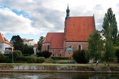 De buitenkant van een Gotische kerk, Polen. royalty-vrije stock afbeelding