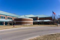 De buitenkant van de de Heuvels Openbare Bibliotheek van Rochester, Rochester, Michigan royalty-vrije stock fotografie