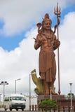 De buitenkant van reus 33 meet Lord Shiva-standbeeld de Hindoese tempel bij van Ganga Talao (Grote Bassin), Mauritius Royalty-vrije Stock Fotografie