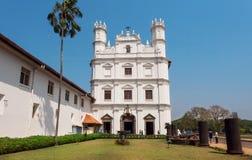 De buitenkant van witte historische de bouwkerk van werd St Francis van Assisi gebouwd in 1661 De Plaats van de Erfenis van de We Stock Foto