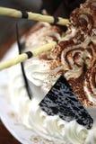 De buitensporige Cake die van de Verjaardag wordt verfraaid Royalty-vrije Stock Afbeelding