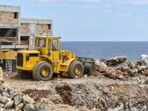 De bulldozer doet het werk Stock Afbeelding