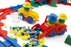 De bulldozer en de spoorweg van het stuk speelgoed op witte achtergrond stock afbeelding