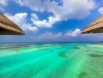 De bungalowwen van het water in paradijs Royalty-vrije Stock Foto