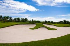 De bunker van het zand in de golfcursus Stock Foto