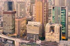 De bureaubouw moderne zaken de stad in Stock Afbeelding