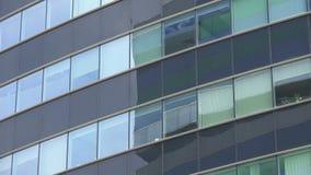 De bureaubouw vensters, buitenmening, het filteren stock video