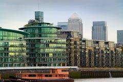 De Bureaus van Londen en flatblokken Royalty-vrije Stock Afbeeldingen
