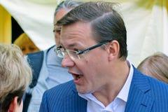 De burgemeester van de stad van Samara, Dmitry Azarov, besprekingen met de burgers van zijn stad royalty-vrije stock foto