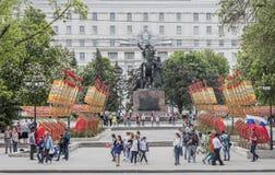 De burgers lopen op Victory Day op 09,2016 Mei binnen rostov-op-aantrekken Royalty-vrije Stock Afbeeldingen