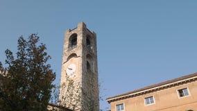 De burgertoren van Bergamo in Italië stock videobeelden
