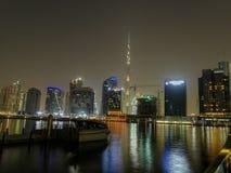De Burj del khalifa de Dubai opinión de la noche de la ciudad abajo Foto de archivo libre de regalías