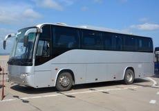 De bus, die zich in het parkeren bevinden Stock Afbeeldingen