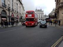 De bus en de taxi van Londen Stock Afbeeldingen