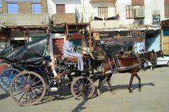 De bus is klaar voor de toeristen Royalty-vrije Stock Afbeeldingen