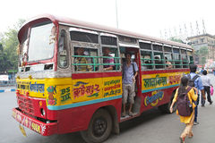 De bus van de overheidslooppas in Kolkata, India Stock Foto's