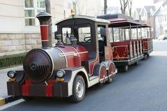 De bus van de reis zoals een kleine trein Stock Foto's