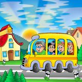 De bus van de school op weg Royalty-vrije Stock Fotografie