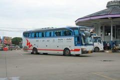 De bus van het Vintourbedrijf Route Phitsanulok en Chiangmai Royalty-vrije Stock Foto