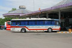 De bus van het Vintourbedrijf Route Phitsanulok en Chiangmai Royalty-vrije Stock Foto's