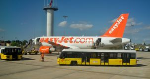 De bussen van Aiportlissabon aiport - de dienst - stock foto's