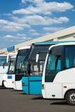 De bussen van de toerist op een parkeren royalty-vrije stock afbeeldingen