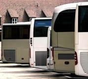 De bussen zijn op parkeren royalty-vrije stock foto's