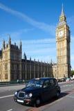De cabine van de taxi dichtbij van de Big Ben Royalty-vrije Stock Afbeeldingen