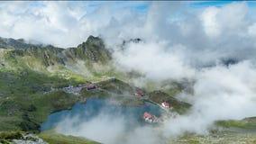 De Cabine van het Baleameer, Transfagarasan, Fagaras-bergen Roemenië Timelapse stock footage