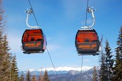 De cabines van de kabelbaan in Jasna Lage Tatras Stock Afbeeldingen