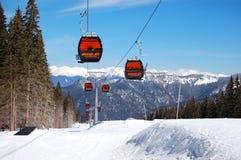 De cabines van de kabelbaan in Jasna Lage Tatras Stock Foto's