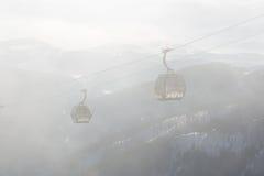 De cabines van kabelbaan op Chopok-post in Jasna Low Tatras Stock Afbeeldingen