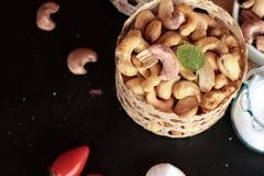 De cachounoten worden geroosterd heerlijk met zout Royalty-vrije Stock Afbeeldingen