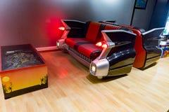 De Cadillac del coche sofá y pinball igualmente fotografía de archivo